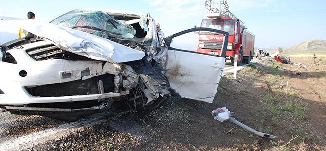 Burdur'da iki otomobil çarpıştı: 5 ölü 3 yaralı 1