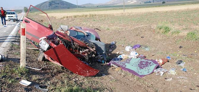 Burdur'da iki otomobil çarpıştı: 5 ölü 3 yaralı 5