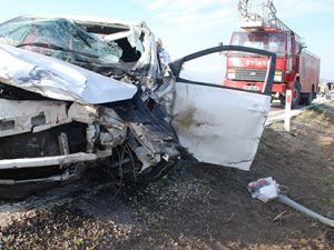 Burdur'da iki otomobil çarpıştı: 5 ölü 3 yaralı