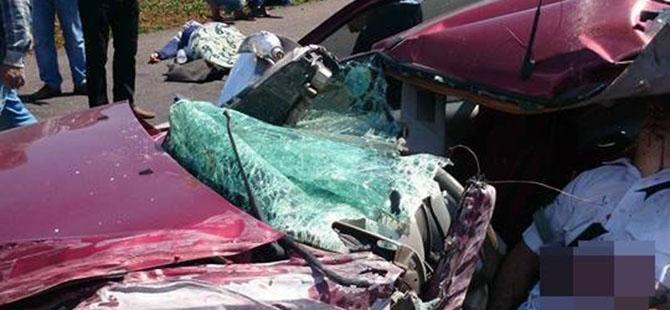 Otomobille minibüs çarpıştı: 4 ölü, 3 yaralı 10