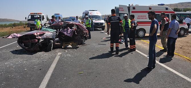 Otomobille minibüs çarpıştı: 4 ölü, 3 yaralı 13