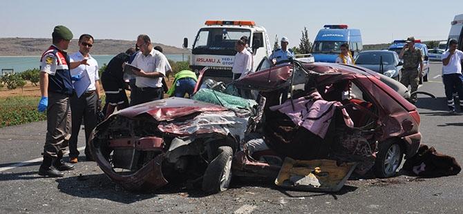 Otomobille minibüs çarpıştı: 4 ölü, 3 yaralı 14