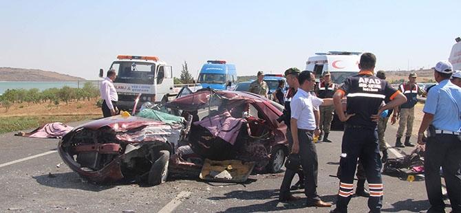 Otomobille minibüs çarpıştı: 4 ölü, 3 yaralı 3
