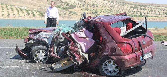 Otomobille minibüs çarpıştı: 4 ölü, 3 yaralı 5