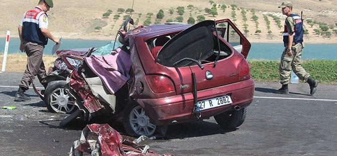 Otomobille minibüs çarpıştı: 4 ölü, 3 yaralı 6