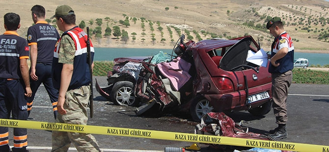 Otomobille minibüs çarpıştı: 4 ölü, 3 yaralı 7