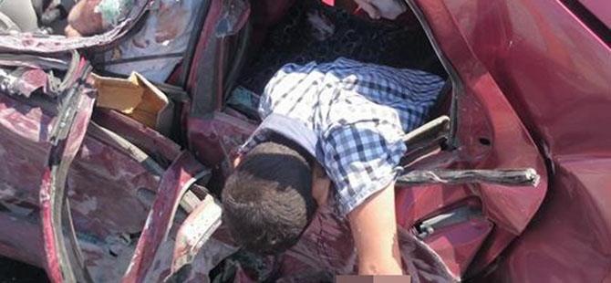 Otomobille minibüs çarpıştı: 4 ölü, 3 yaralı 8