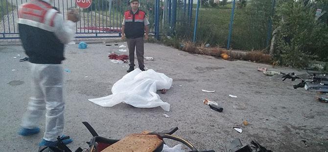 OTOBÜS, KAVUN YÜKLÜ KAMYONA ÇARPTI 7