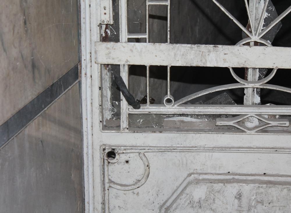 Bina bisiklet kilidiyle üstlerine kilitlendi 2