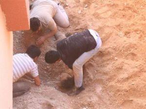 Evin bahçesinde diri diri gömüldü