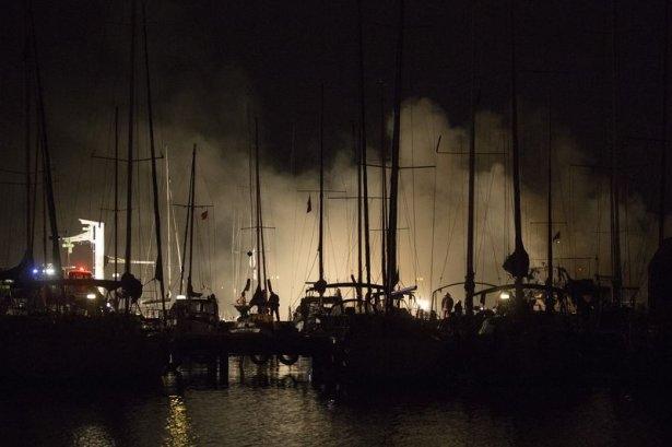 Kadıköy'de tekne yangını 3