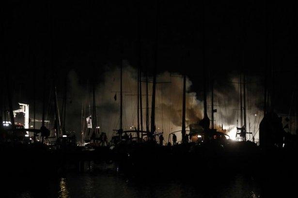 Kadıköy'de tekne yangını 6