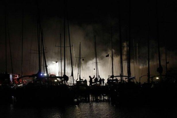 Kadıköy'de tekne yangını 7