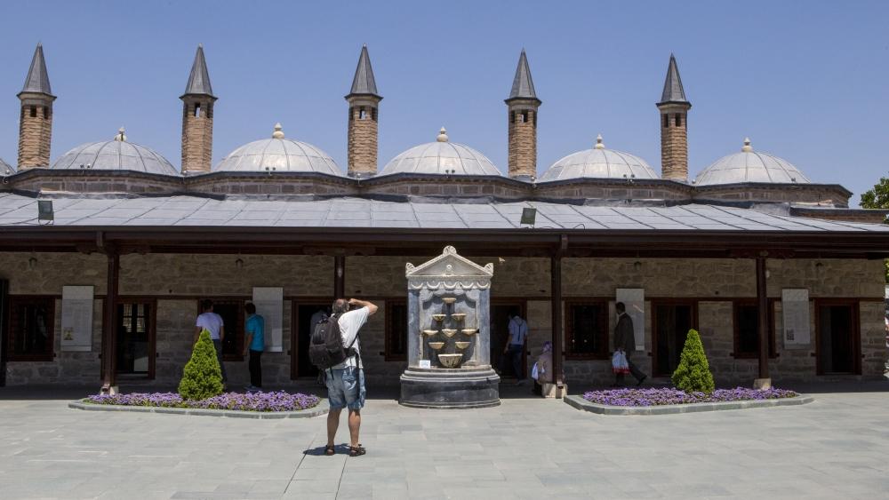 Mevlana Müzesi'nde 4 santimlik Kur'an 13