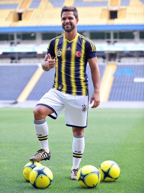 Diego imzayı attı, formayı giydi 1