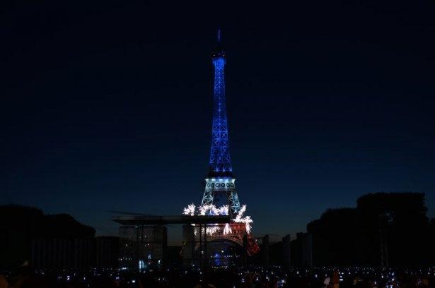 Paris'te havai fişek gösterisi 10