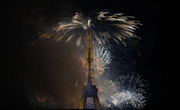 Paris'te havai fişek gösterisi 14