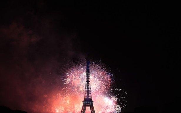 Paris'te havai fişek gösterisi 3