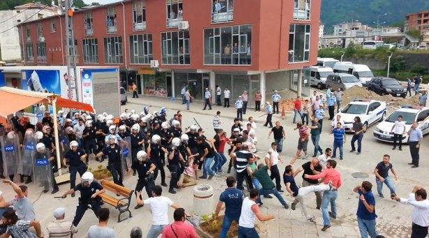 İHH'nın iftar TIR'ına Hopa'da çirkin saldırı 11
