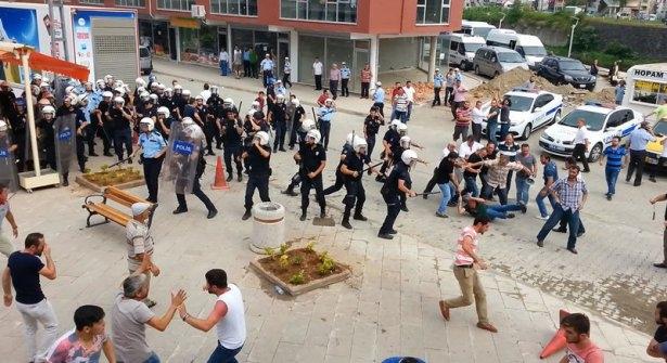 İHH'nın iftar TIR'ına Hopa'da çirkin saldırı 13