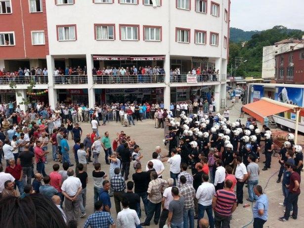 İHH'nın iftar TIR'ına Hopa'da çirkin saldırı 21
