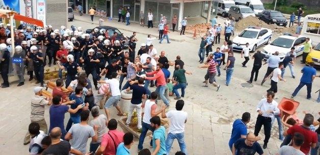 İHH'nın iftar TIR'ına Hopa'da çirkin saldırı 23