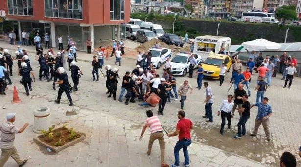 İHH'nın iftar TIR'ına Hopa'da çirkin saldırı 3