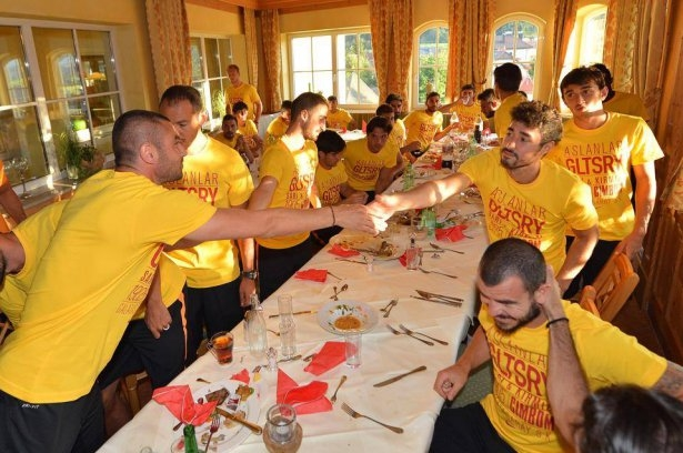 Galatasaray'da sürpriz doğum günü 2