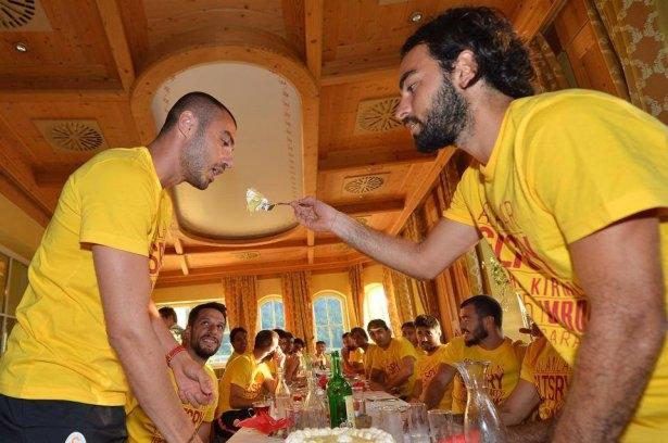 Galatasaray'da sürpriz doğum günü 5