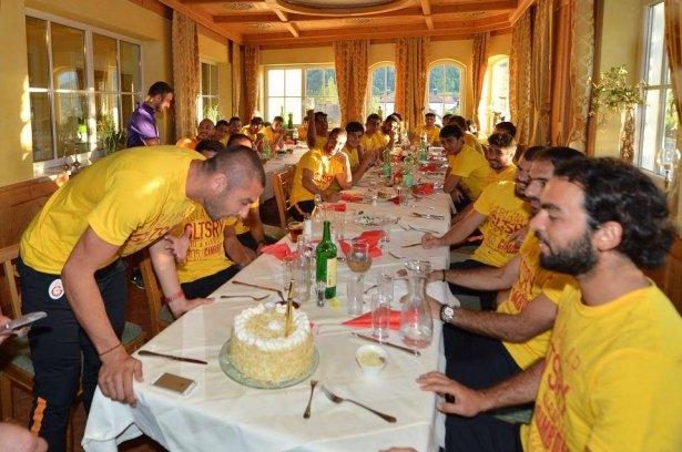 Galatasaray'da sürpriz doğum günü 6