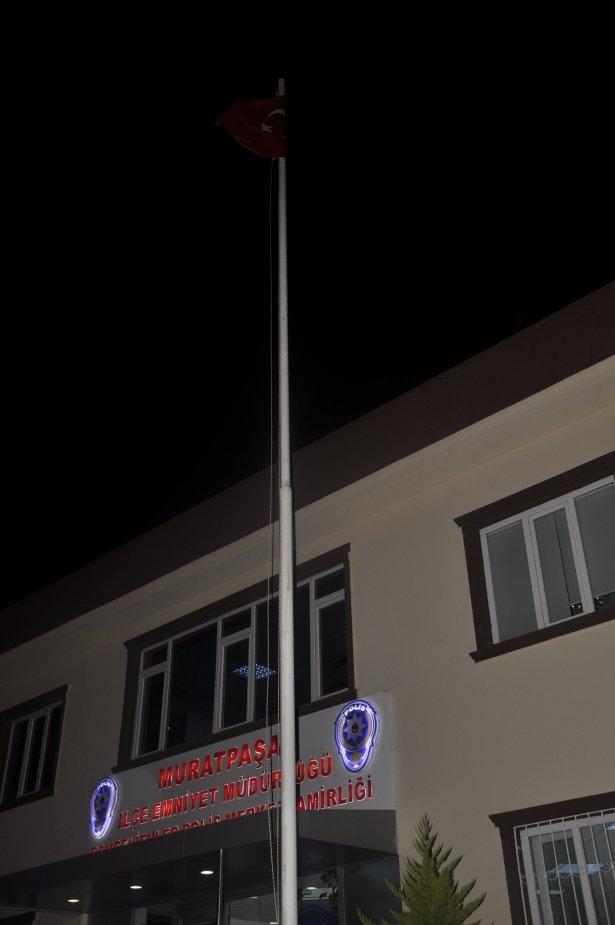 Bayrağımızı indirmeye kalkan şahıs vuruldu 9