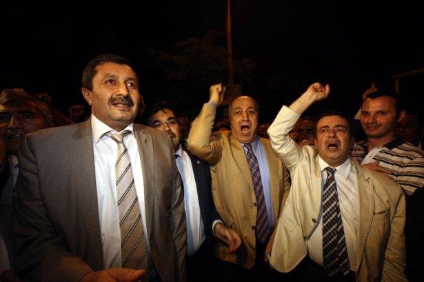 Milletvekilleri İsrail Büyükelçiliğine yürüdü 3