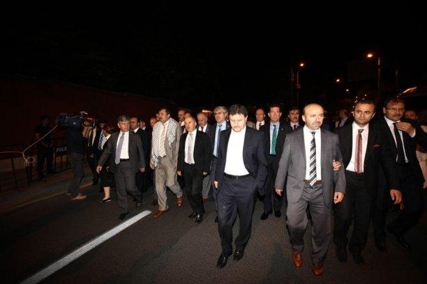 Milletvekilleri İsrail Büyükelçiliğine yürüdü 6