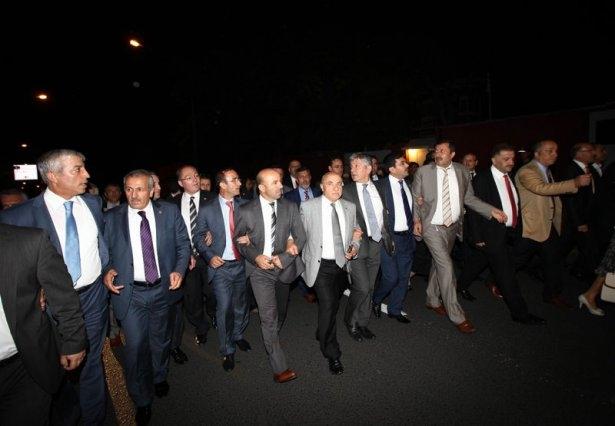 Milletvekilleri İsrail Büyükelçiliğine yürüdü 7