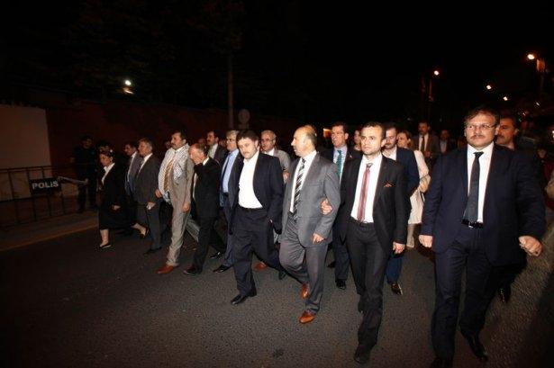 Milletvekilleri İsrail Büyükelçiliğine yürüdü 8