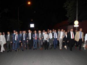 Milletvekilleri İsrail Büyükelçiliğine yürüdü