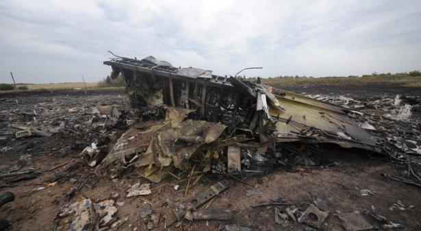 Ukrayna'da düşen yolcu uçağından görüntüler 19