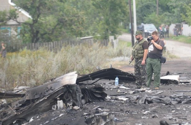 Ukrayna'da düşen yolcu uçağından görüntüler 5