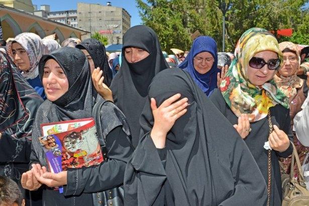Yüzbinler Gazze için sokaklara döküldü 11