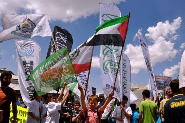 Yüzbinler Gazze için sokaklara döküldü 9