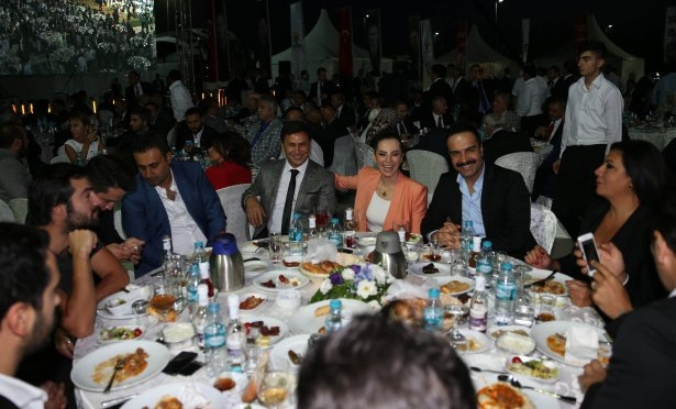 AK Parti iftarına ünlü akını 12
