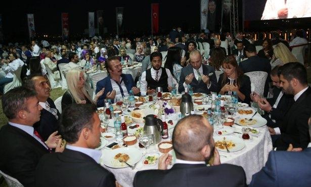 AK Parti iftarına ünlü akını 16