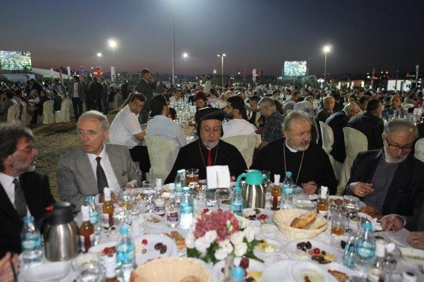 AK Parti iftarına ünlü akını 33