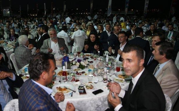 AK Parti iftarına ünlü akını 36