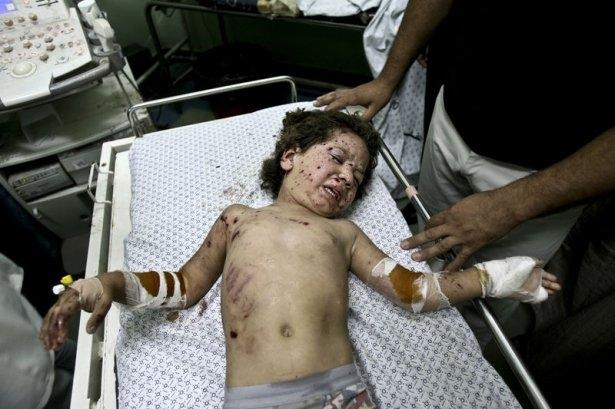 Gazzeli çocuk elinde çikolatasıyla öldü 1