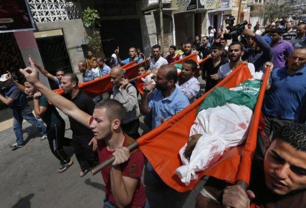 Gazzeli çocuk elinde çikolatasıyla öldü 10