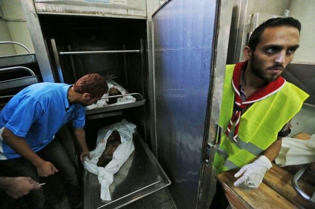 Gazzeli çocuk elinde çikolatasıyla öldü 11