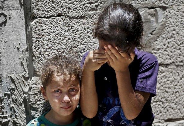 Gazzeli çocuk elinde çikolatasıyla öldü 13