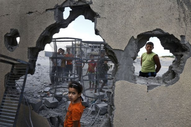 Gazzeli çocuk elinde çikolatasıyla öldü 14