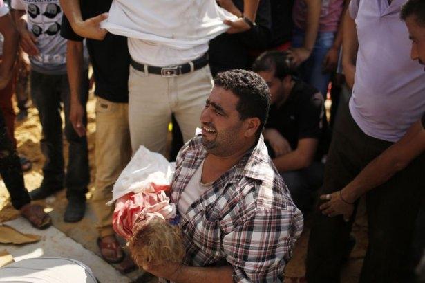 Gazzeli çocuk elinde çikolatasıyla öldü 20